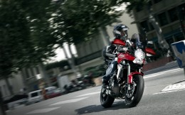 11MY_Versys_City_Action_1
