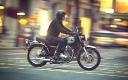 11MY_W800_Action_2
