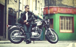 11MY_W800_Action_3