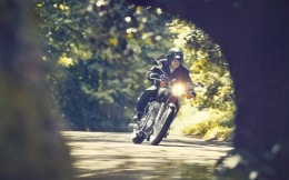 11MY_W800_Action_4