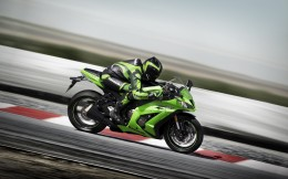 11MY_ZX-10R_action_2_LIM