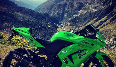 Simon mit Kawasaki Ninja 250R Ort: oberhalb Liestal_ Ägerisee_Ebligen,Brienzersee_Grimselpasshöhe_Furkapasshöhe