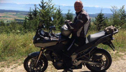 Walter mit Kawasaki Versys 1000 Ort: Bière