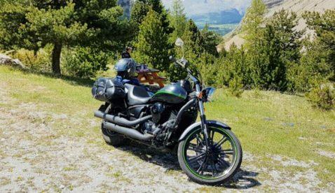 Hampi mit Kawasaki VN900 Custom Ort: Gurnigel_Col de Noyer Frankreich_Rougon Frankreich