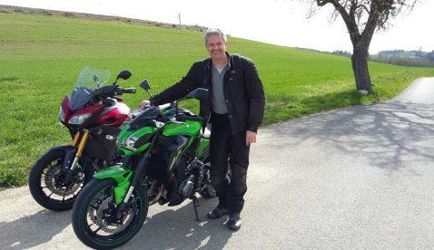 Role mit Kawasaki Z900 Ort: in der Nähe von Düdingen-Panoramastrasse (Giswil OW)