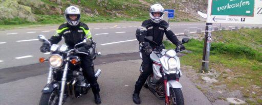 Christina mit Kawasaki Zephyr 750 Ort: Sustenpass