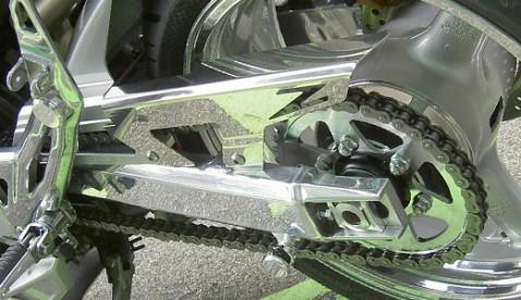 Das Fachgebiet von Brechbühl Kawasaki sind Spezialanfertigungen für das einzigartige Kawasaki Motorrad. Ob verchromte Einzelteile oder einmalige Malereien mit der Spritzpistole – hier ist Ihre Maschine in besten Händen. Überzeugen Sie sich selbst.