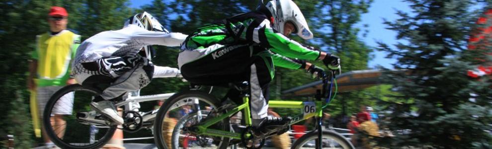 Ein Sommer ohne Feuerstuhl ist für viele Schweizer fast undenkbar. Damit das so bleibt, fördern wir den Nachwuchs im Zweiradsport bereits in den Kinderjahren. Als Hauptsponsor vom BMX Crack Felix Jakob aus Oberburg, unterstützen wir die Nachwuchsförderung mit dem Kawasaki Team Green. Das Kawasaki Team Green fährt Europa Meisterschaftsläufe in: Deutschland, Frankreich, Italien und Dänemark. Die bisherigen Leistungen, Deutschschweizer-Meister 2006 und 2010, sowie BMX Swisscup Sieger 2011 sind ausgezeichnet.